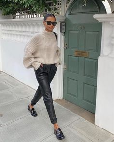 Classy Outfits, Stylish Outfits, Cute Outfits, Fashion Outfits, Womens Fashion, Black Loafers Outfit, Leather Pants Outfit, Fall Winter Outfits, Autumn Winter Fashion