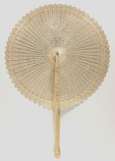 Late 18th century, China, for export - Fan - Carved and pierced ivory