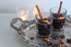 Den bedste opskrift på hjemmelavet gløgg med rødvin. Den er god og også meget nem at lave. Den er baseret på en hjemmelavet gløggessens eller ekstrakt