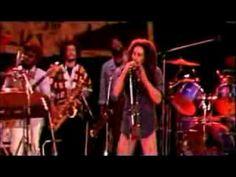 Et voici l'hymne ultime du roots reggae rasta : Guerre, c'est la guerre ! Guerre contre l'asservissement, le racisme, l'ignorance…  #marley #bobmarley #thewailers #reggae #reggaemusic