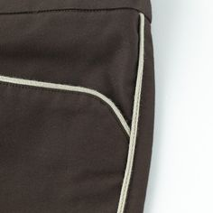 Piping Chinos (Detail 1) https://hibi.co.jp/products/detail.php?product_id=109