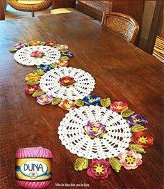 Tapetes de crochet             Los tapetes de crochet siempre son útiles, sobretodo para aquellas épocas especiales, en las que queremos ha...