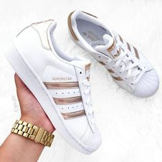 Superstar Adidas Outfit – Best Outfits to Wear Gucci Sneakers, Gold Sneakers, Sneakers Mode, Adidas Sneakers, Cheap Running Shoes, Adidas Running Shoes, Adidas Shoes Women, Adidas Superstar Outfit, Adidas Outfit