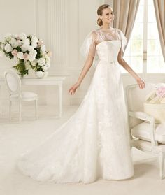 Vestido de novia con mangas llena de encaje - Foto Pronovias 2013