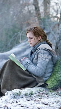 Emma Watson as the iconic Hermione Granger in Harry Potter: The Deathly Hallows, Part Harry Potter World, Arte Do Harry Potter, Saga Harry Potter, Harry Potter Characters, Harry Potter Love, Harry Potter Tumblr, Harry Potter Universal, Dobby Harry Potter, Harry Potter Hermione Granger