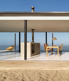 Transparent minimalism for Chilean beach house | Designhunter - architecture & design blog