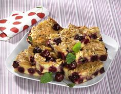 Unser beliebtes Rezept für Kirsch-Marzipan-Blechkuchen mit Mandelkrokant und mehr als 55.000 weitere kostenlose Rezepte auf LECKER.de.