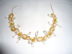 Tocado de novia en perlas, cristales y mostacillas.