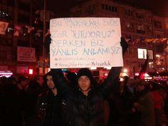 18:46 #İstanbul: #Kadıköy, #Boğa'da halk #YolsuzluğaKarşı toplanıyor. #DirenKadıköy @capul_mehmet #HırsızVar pic.twitter.com/gWkqSqlsqj