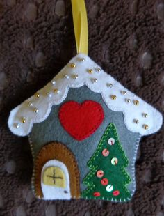 Resultado de imagem para ideas for felt christmas decorations Ornament Crafts, Christmas Projects, Felt Crafts, Holiday Crafts, Felt Christmas Decorations, Felt Christmas Ornaments, Christmas Houses, Christmas Scenes, Felt House