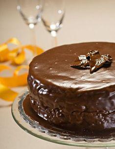 SACHER-TORTE Greek Sweets, Greek Desserts, Party Desserts, Greek Recipes, Xmas Food, Christmas Sweets, Greek Cake, Greek Pastries, Chocolate Desserts