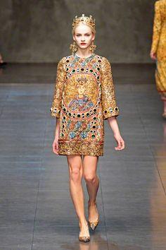 Dolce & Gabbana Catwalk Fashion Show Milan Womenswear Catwalk Fashion, High Fashion, Fashion Show, Womens Fashion, Fashion Design, Fashion Trends, Style Fashion, Dolce & Gabbana, Russian Fashion