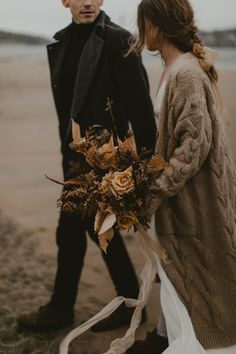 Autumnal wedding style on a moody beach in Maine | Image by Jamie Mercurio Photography