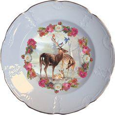 Plato hondo, antiguo de porcelana Holandesa 25cm Ø con bordes en oro y aplicación de nuestra imagen Flowered deer. Preferentemente para uso decorativo, no apto para lavavajillas y microondas.