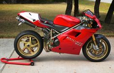 The bike that changed Ducati's fortunes and motorcycle design. The last purely analogue Ducati. Ducati 998, Moto Ducati, Ducati Superbike, Ducati Motorcycles, Monster Co, Motorcycle Design, Classic Motorcycle, Tuner Cars, Sportbikes
