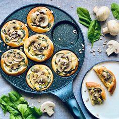 Mini pizzy z jogurtového těsta - Globus Globus Tempeh, Tofu, Fresh Rolls, Vegetable Pizza, Pesto, Mini, Vegetables, Ethnic Recipes, Globe