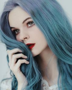 Portrait photography - What distinguishes Jovana Rikalo from others? Girl Blue Hair, Blue Haired Girl, Female Character Inspiration, Foto Art, Pretty People, Dyed Hair, Beauty Women, Hair Inspiration, Blond
