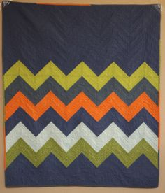 I love chevron, great for guys quilts. Click through to see the adorable surprise back to this quilt. Quilt Baby, Boy Quilts, Geometric Patterns, Quilt Patterns, Quilting Projects, Quilting Designs, Sewing Projects, Quilting Ideas, Chevron Quilt