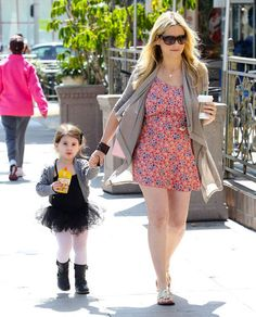 Recently pregnant Sarah Michelle Gellar with her daughter.