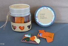 petits boites / bocaux remplis de cœurs en papiers et de chocolats...