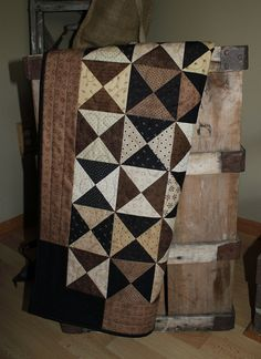 Hour by hour primitive quilted table runner=nice pattern, colors for a quilt Quilting Tips, Quilting Projects, Sewing Projects, Sewing Ideas, Craft Projects, Craft Ideas, Primitive Quilts, Antique Quilts, Primitive Decor