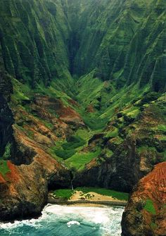 Nā Pali coast. Nā Pali Coast State Park encompasses 6,175 acres (2,499 ha) of land and is located in the center of the rugged 16 miles (26 km) along the northwest side of Kauaʻi, the oldest inhabited Hawaiian island.