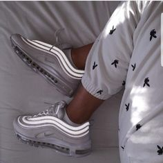 shoes nike air max 97 Nike Air Max 97 in white // Photo: hannah. Moda Sneakers, Sneakers Mode, Sneakers Fashion, White Sneakers, Fashion Shoes, Nike Air Max, Souliers Nike, Ar Max, Wide Calf Boots