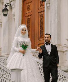 """1,976 Beğenme, 3 Yorum - Instagram'da Düğün Fotoğrafçısı Gökhan (@dugunfotografcisigokhan): """"Şuandan itibaren Ağustos- Eylül ayı neredeyse dolmuştur. Birkaç müsat tarih vardır . Dolu olduğum…"""" Muslim Wedding Dresses, Muslim Brides, Wedding Hijab, Muslim Couples, Bridesmaid Dresses, Couple Wedding Dress, Wedding Couples, Wedding Bride, Couple Hijab"""