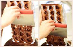 Chocolate molds Homemade Rock Candy, Homemade Candies, How To Make Chocolate, Homemade Chocolate, Chocolate Making, Christmas Chocolate, Christmas Treats, Christmas Candy, Chocolate Sculptures
