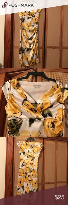 🌼 Sweet Yellow Flowered Cocktail Dress 🌼 Shiny satin look. Excellent condition, never worn. Dry clean only. Side zipper. Past knee length/ above ankles on 5'2 female. London Times Dresses Midi