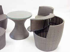 corfu-stackable-outdoor-5-piece-dining-set-gray-woven-rattan-2