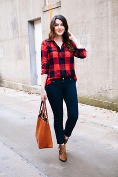 30 Stylish Casual Outfits with Flannels for Women to Copy Now You will be amazed by how a very simple swap can update your whole appearance. The casual look is readily the most vibrant once you're in a position to… Continue Reading → Plaid Shirt Outfits, Cute Casual Outfits, Flannel Shirt, Casual Shirt, Fall Winter Outfits, Autumn Winter Fashion, Mode Outfits, Fashion Outfits, Looks Style