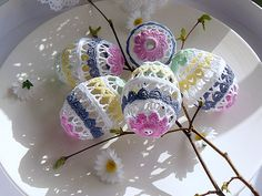 Happy Easter, Doilies, Easter Eggs, Crochet Projects, Diy And Crafts, Bouquet, Holiday, Lace, Crafts