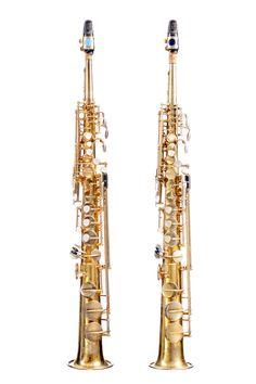Deux saxophones soprano série 5, ayant appartenu à Sidney Bechet, marqué Henri SELMER 4 place DANCOURT. Numéroté 65525 Dans son étui d'origine, commande particulière réalisée vers 1950,