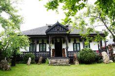 "Muzeul etno-folcloric ""Neculai Popa"" din Târpeşti, judeţul Neamţ Adobe House, Good House, Romania, My Dream Home, Homesteading, Gazebo, Exterior, Outdoor Structures, House Design"