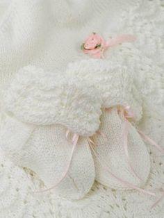 Neulotut vauvan sukat ja kastehilkka Crochet Baby, Knit Crochet, Ballet Dance, Dance Shoes, Little Babies, Knitting Socks, Mittens, Ravelry, Crochet Patterns