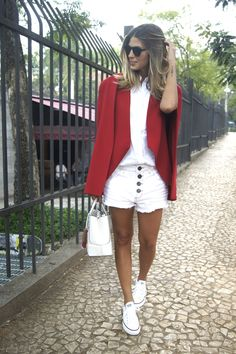 Look: Blazer vermelho + All Star Branco Look Blazer, Blazer And Shorts, Red Blazer, Short Outfits, Cool Outfits, Summer Outfits, Casual Outfits, All Star Outfit, All White Outfit