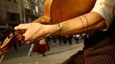 Short presentation of one of our street musicians in Istanbul.  ––––––––––––––––––––––––––––––– Breve presentazione di uno dei nostri musicisti di strada ad Istanbul.