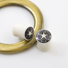 The top 4 benefits of organic plugs are that they are: Non-irritating, Lightweight, Odor-reducing. Safe for x-rays, MRI's, and various other medical procedures. Smooth Surface and easy to use. Organic Plugs, Star Designs, Horns, Gold Rings, Surface, Smooth, Medical, Product Description, Pairs