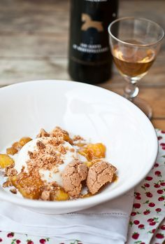Panna cotta with peaches and amaretto