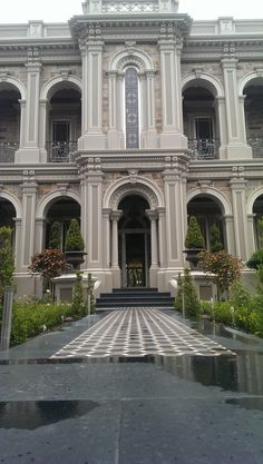 Neoclassical Architecture, Classic Architecture, Beautiful Architecture, Architecture Details, Mansion Designs, Classic Building, Luxury Homes Dream Houses, Facade House, Classic House