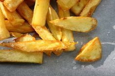 golden and crispy fried potatoes with thick salt! Fried Potatoes, Carrots, Pineapple, Salt, Fruit, Vegetables, Food, Gourmet, French Fries Crisps