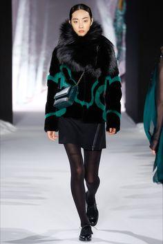 Sfilata Valentin Yudashkin Parigi - Collezioni Autunno Inverno 2016-17 - Vogue