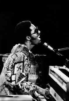 Stevie Wonder - I Wish http://www.vogue.fr/culture/a-ecouter/diaporama/la-playlist-de-poom/13804/image/768671#!stevie-wonder