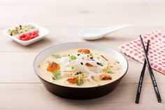 Malaysische Laksa-Nudelsuppe mit Ofen-Kürbis