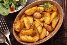Patate al forno, la ricetta di un piatto a cui è impossibile resistere. C'è anche la versione farcita (foto)