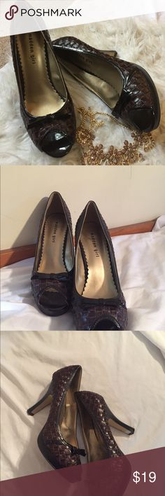 Steve Madden Heels Steve Madden Heels Size 8.Heels About 4 inches.Has a scratch inside sole seen in fifth frame.Otherwise Good condition. Steve Madden Shoes Heels