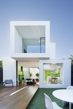 White and Green Dream Home Design of Shakin Steven House: Two Level White House With Wood Courtyard