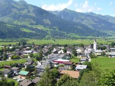"""See 1969 photos and 42 tips from 10119 visitors to Zell am See. """"One of the best ski village in Austria! You will understand when skiing towards to. Zell Am See, Best Skis, Austria, Montana, Skiing, Dolores Park, Salzburg, Nature, Travel"""