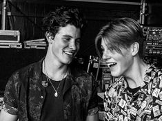 shawn mendes and ruel are so cute omg Jaden Smith, Shay Mitchell, Millie Bobby Brown, Beautiful Boys, Pretty Boys, Chon Mendes, Handsome Boys, Cute Guys, Celebrity Crush